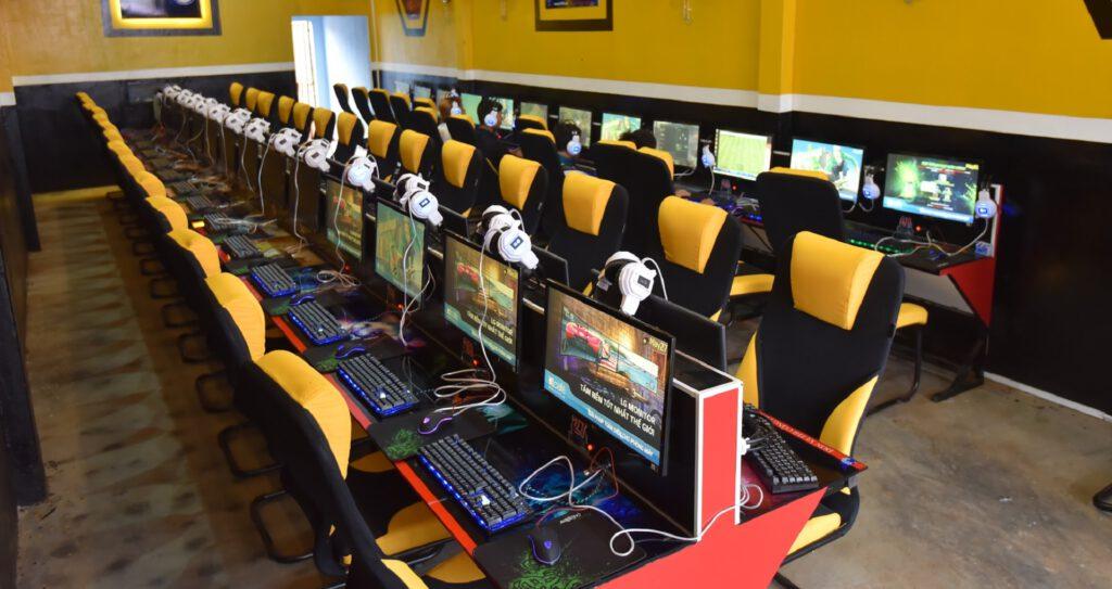 Học 8X mở ngay một tiệm Internet cao cấp với vốn 200 triệu