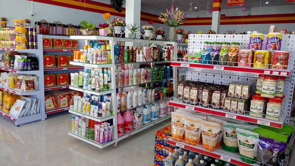 Các cửa hàng tạp hóa đang rất phổ biến tại nông thôn