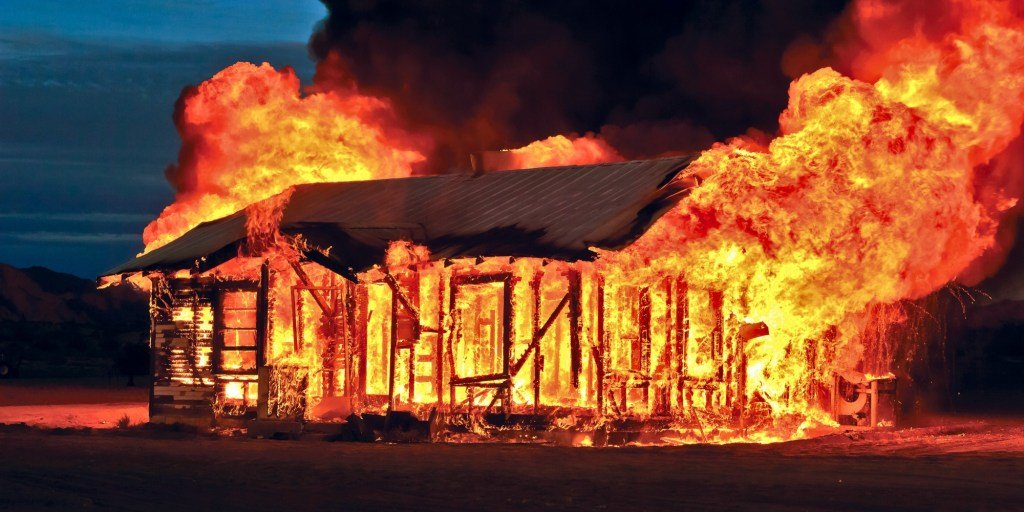 Ngủ mơ thấy cháy nhà mang đến điềm báo may mắn cho gia chủ