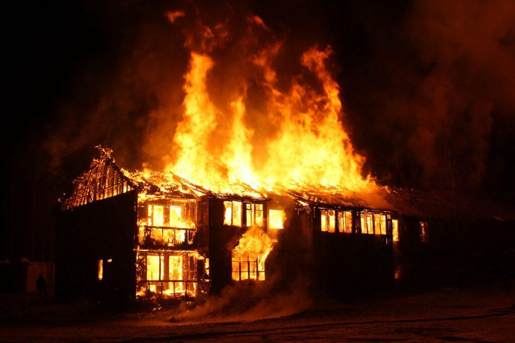 Mơ thấy nhà mình cháy là điềm báo gì?
