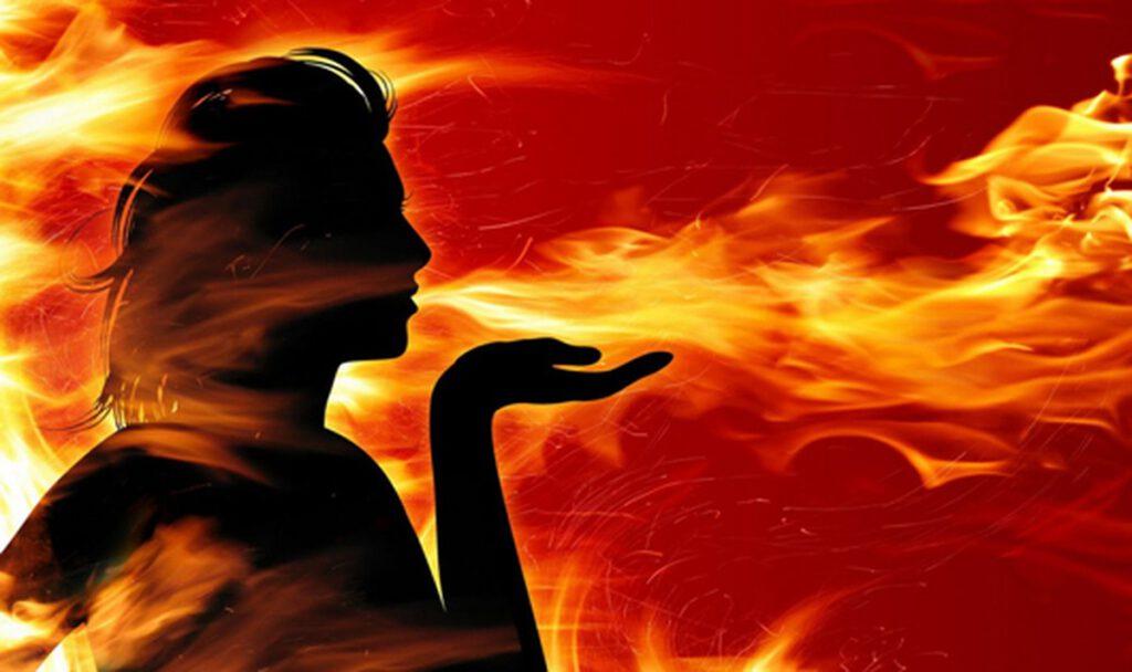 Thấy mình châm lửa đốt có thể là điềm may
