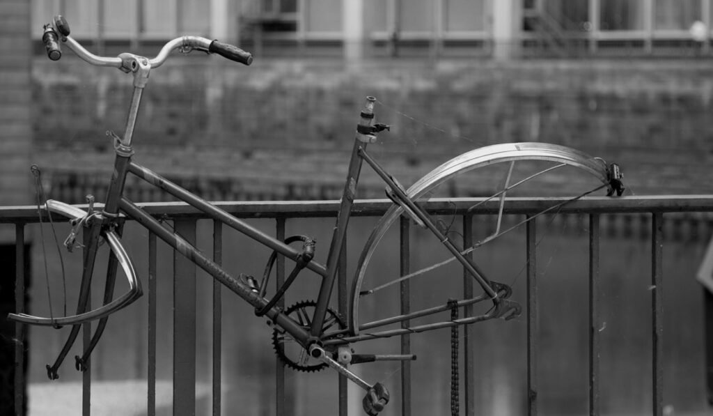Kẻ trộm đột nhập trộm xe đạp