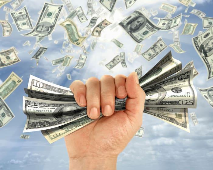 Mộng thấy tiền trên trời rơi xuống