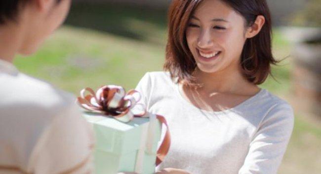Người yêu cũ tặng quà cho bạn là điềm báo may mắn