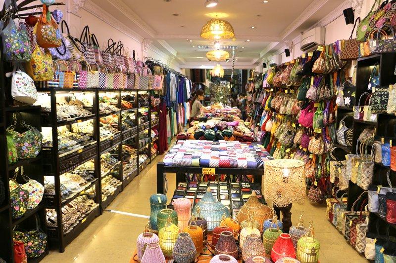 Buôn bán các sản phẩm đan thêu thủ công là khởi đầu thuận lợi