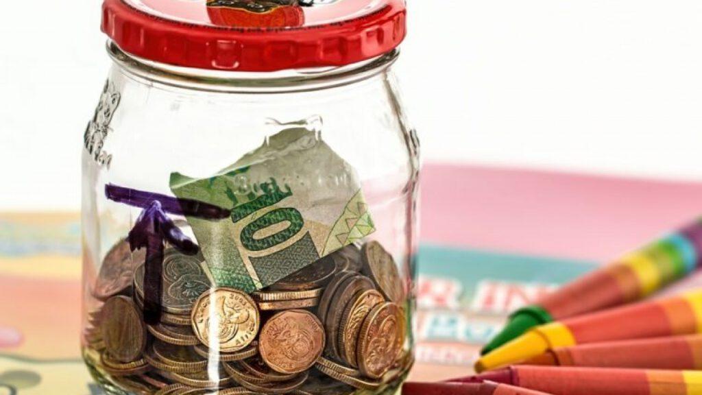Chủ động tiết kiệm tiền hàng tháng để gây dựng vốn làm giàu
