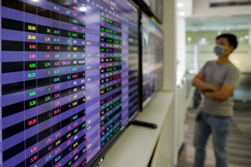 Thị trường chứng khoán hôm nay khởi sắc nhẹ