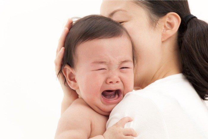 Mơ thấy em bé gái khóc