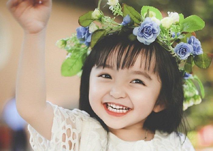 Giải mã ý nghĩa của việc mơ thấy em bé gái đang cười
