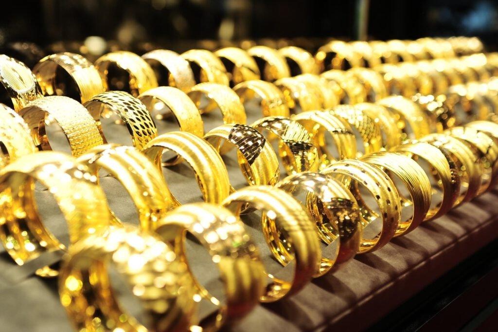Vàng 18K có phải vàng Tây không?