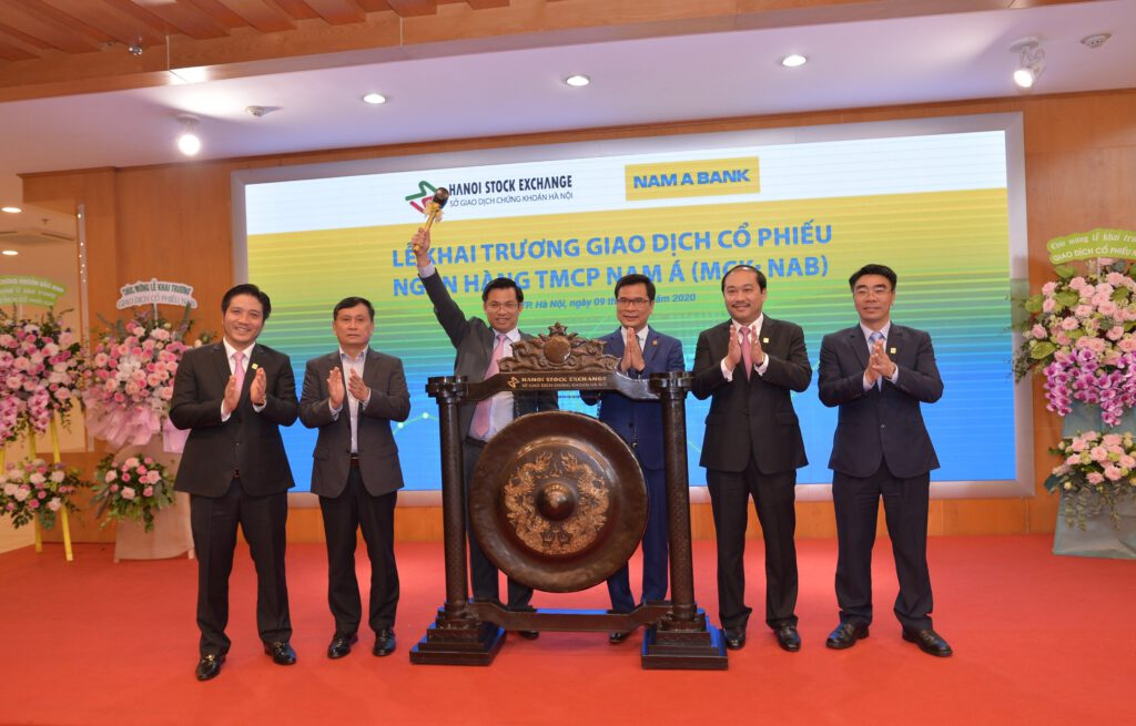 Cổ phiếu Nam A Bank tăng 25% ngày đầu lên UPCoM