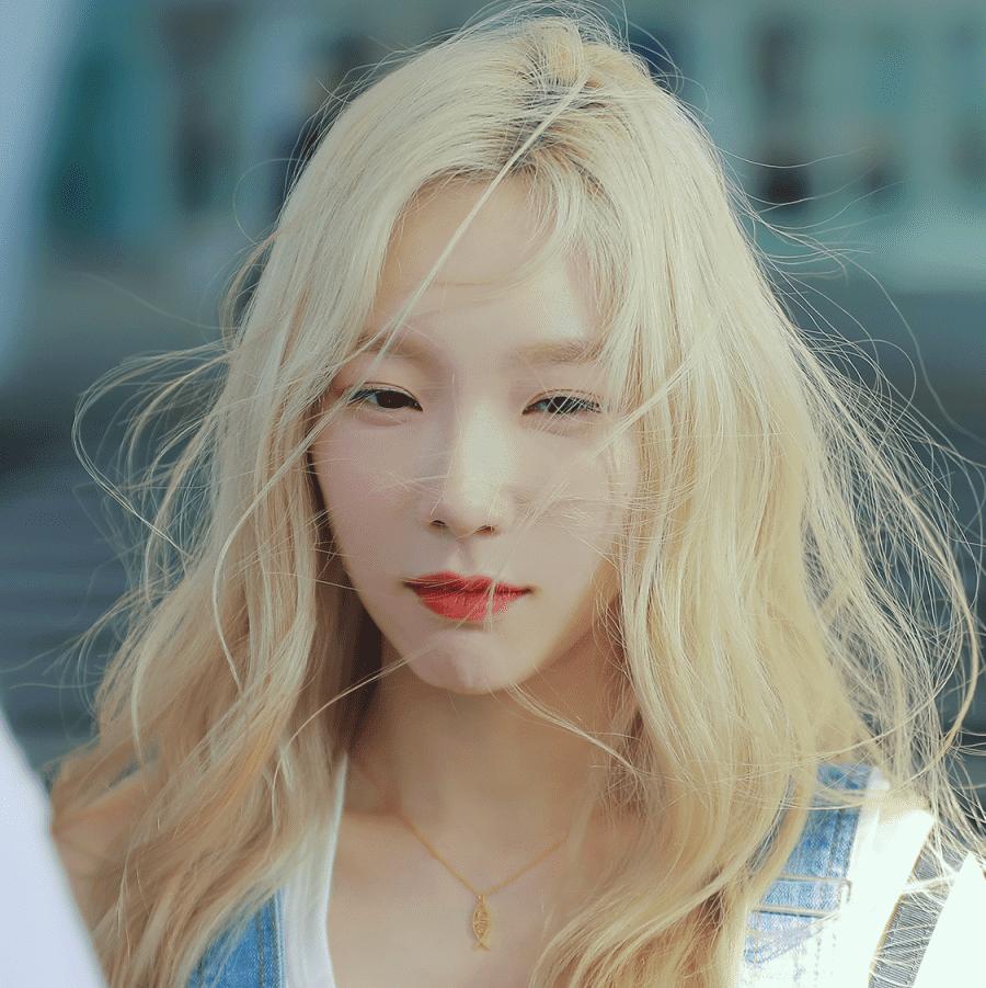 Mơ thấy cô gái đẹp có mái tóc vàng là một điềm xấu cho gia chủ