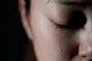 nằm mơ thấy mình khóc