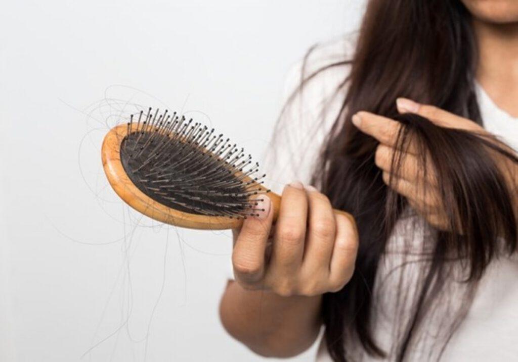 Phụ nữ mơ rụng tóc là điềm báo gì?