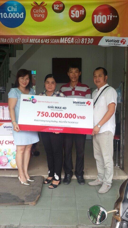 Chị Vui trúng 750 triệu với Max 4D Vietlott